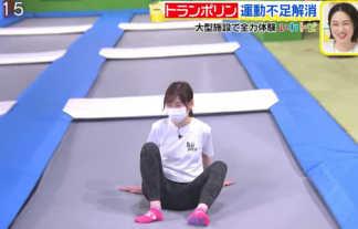 【画像】スッキリ岩田絵里奈アナがレギンス姿でトランポリンをしてデカ尻とM字開脚を晒してしまうwwww