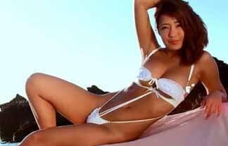 橋本梨菜 褐色肌に白ビキニ☆色もスタイルもメリハリすけべ体☆えろ写真44枚
