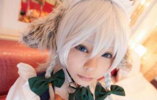 Rat桜 メイドさん姿愛おしい犬咲夜が開脚しちゃってパンツを晒すコスプレ写真