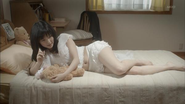 真野恵里菜 パンチラ画像 026