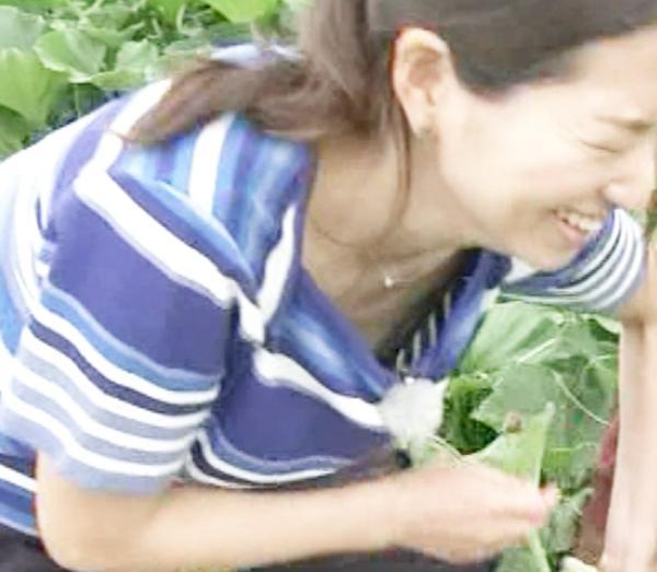 福岡良子 胸チラキャプエロ画像041