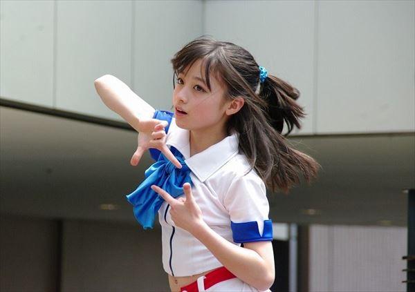 橋本環奈 胸チラエロ画像033