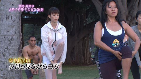 桐谷美玲 胸チラパンチラエロ画像022
