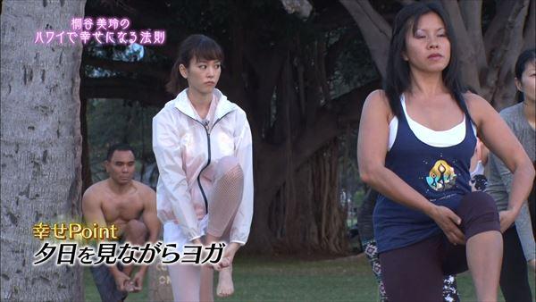 桐谷美玲 胸チラパンチラエロ画像023