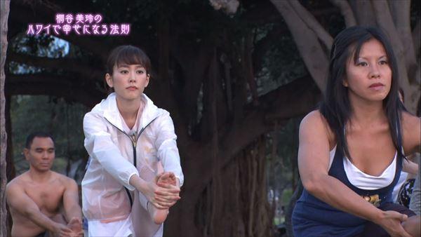 桐谷美玲 胸チラパンチラエロ画像027