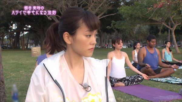 桐谷美玲 胸チラパンチラエロ画像032