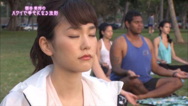 桐谷美玲 胸チラパンチラエロ画像040