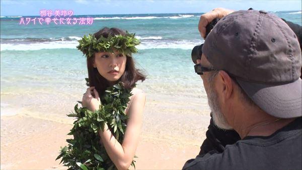 桐谷美玲 胸チラパンチラエロ画像064