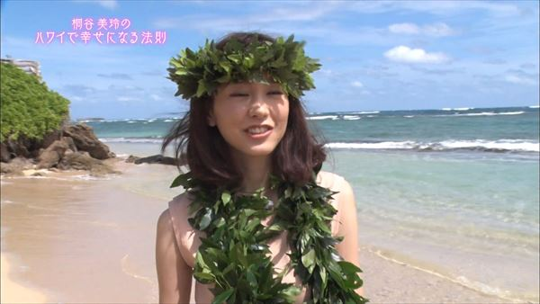 桐谷美玲 胸チラパンチラエロ画像075