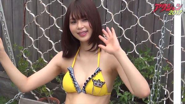 山本成美 ビキニ画像021