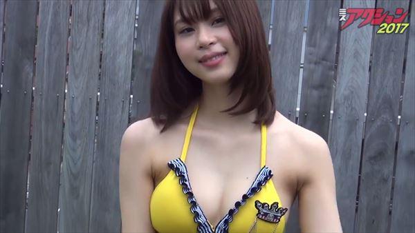 山本成美 ビキニ画像027