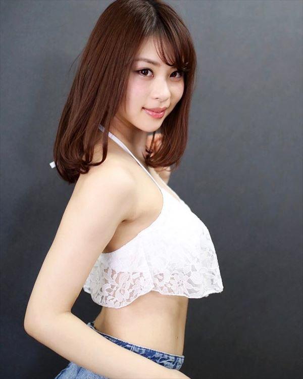 山本成美 ビキニ画像042