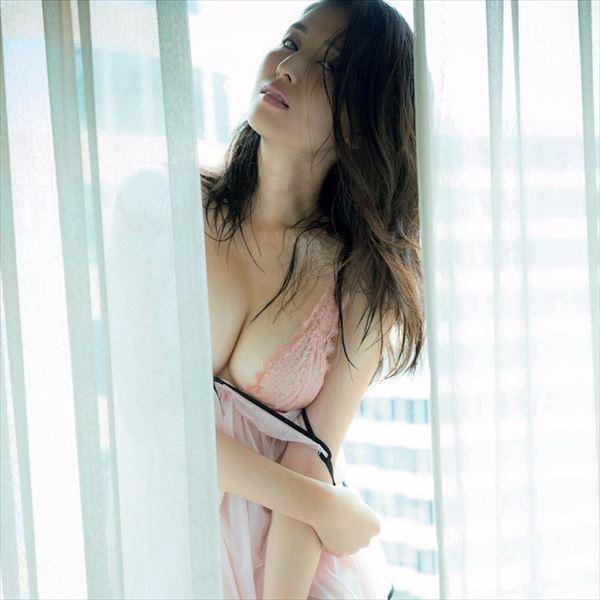 橋本マナミ おっぱい画像011