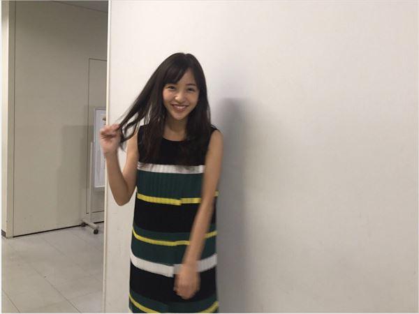 板野友美 おっぱい画像033