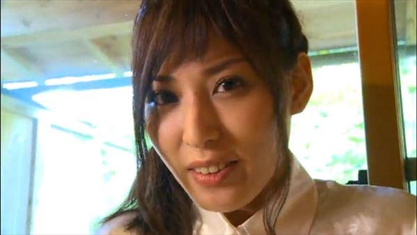 金子智美 乳首エロ画像032
