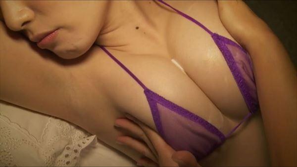 金子智美 乳首エロ画像052