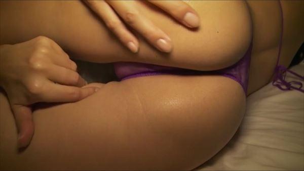 金子智美 乳首エロ画像053