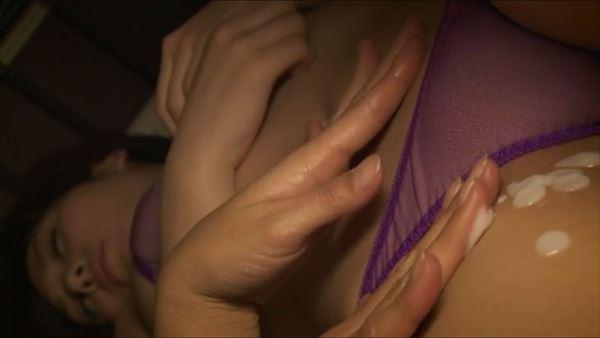 金子智美 乳首エロ画像054