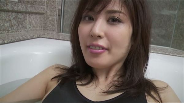 金子智美 乳首エロ画像061