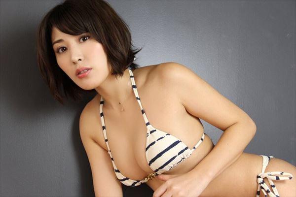 金子智美 乳首エロ画像090