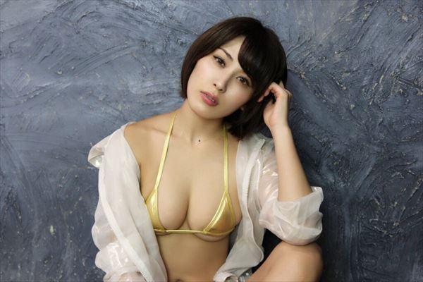 金子智美 乳首エロ画像097
