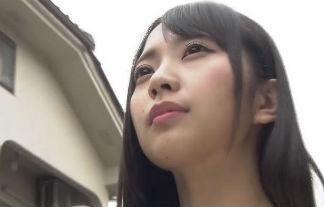 仮面女子(23歳)、胸元丸見えの服を着てダッシュ!案の定、ハプニングが…【エロ画像&GIF動画35枚】