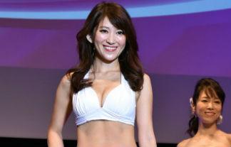細身でビキニ姿がえろすぎる国民的美魔女コンTESTのグランプリの女ww(写真33枚)