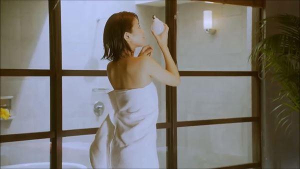 吉崎綾 半裸エロ画像007