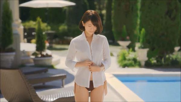 吉崎綾 半裸エロ画像011