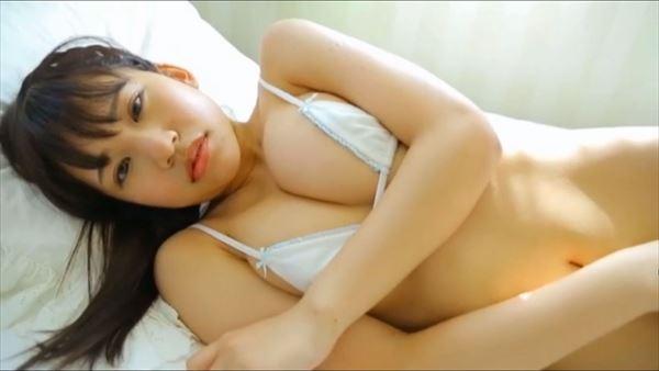 小春結衣 乳首エロ画像012
