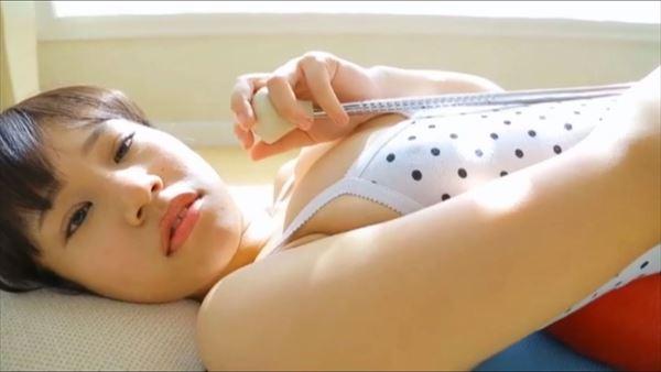 小春結衣 乳首エロ画像019