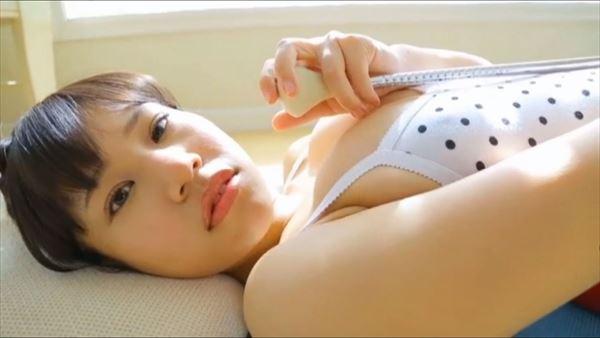 小春結衣 乳首エロ画像020