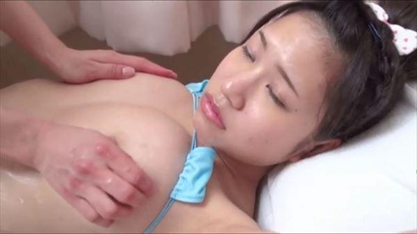 小春結衣 乳首エロ画像056