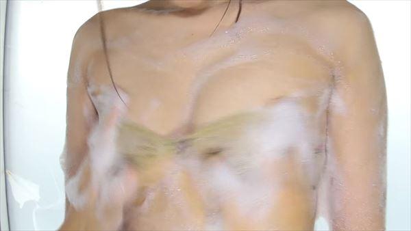 辰巳シーナ 半裸エロ画像018