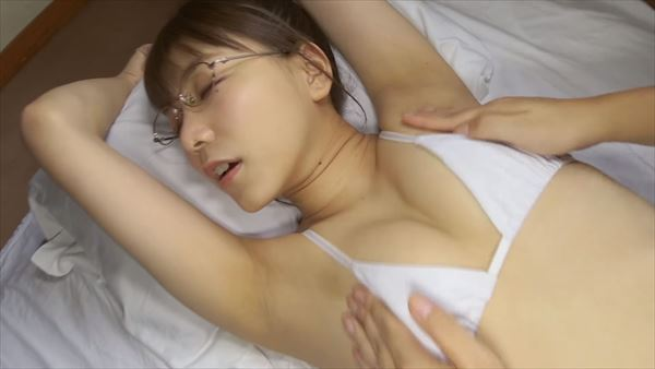 辰巳シーナ 半裸エロ画像043