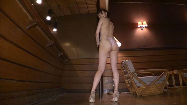 辰巳シーナ 半裸エロ画像046
