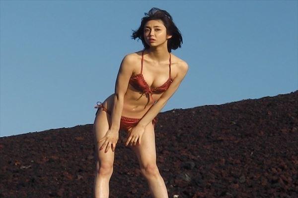 山谷花純 半裸エロ画像014