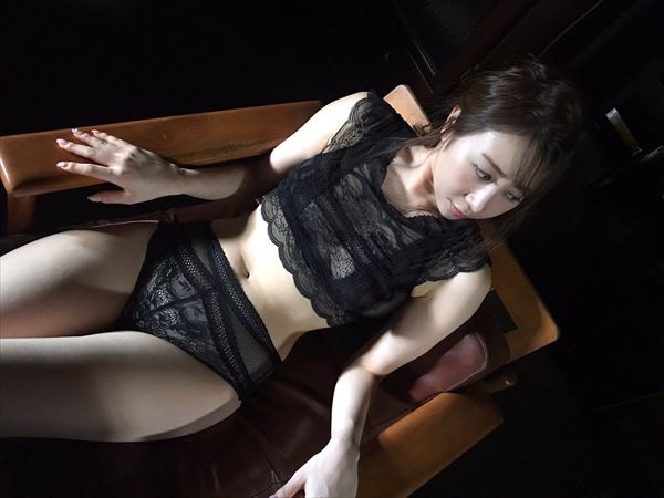吉田早希 おっぱい画像013