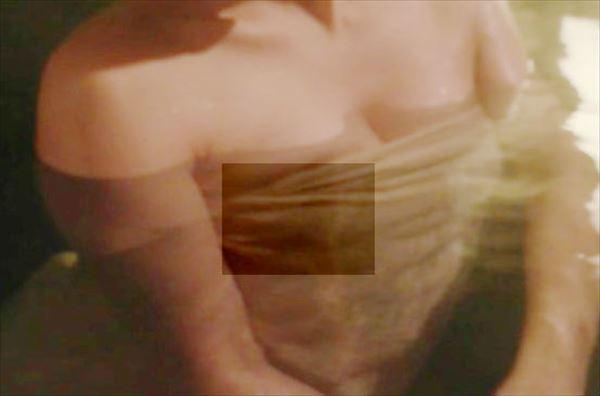 秦瑞穂 乳首エロ画像003