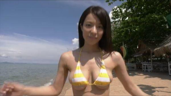 小瀬田麻由 水着エロ画像045