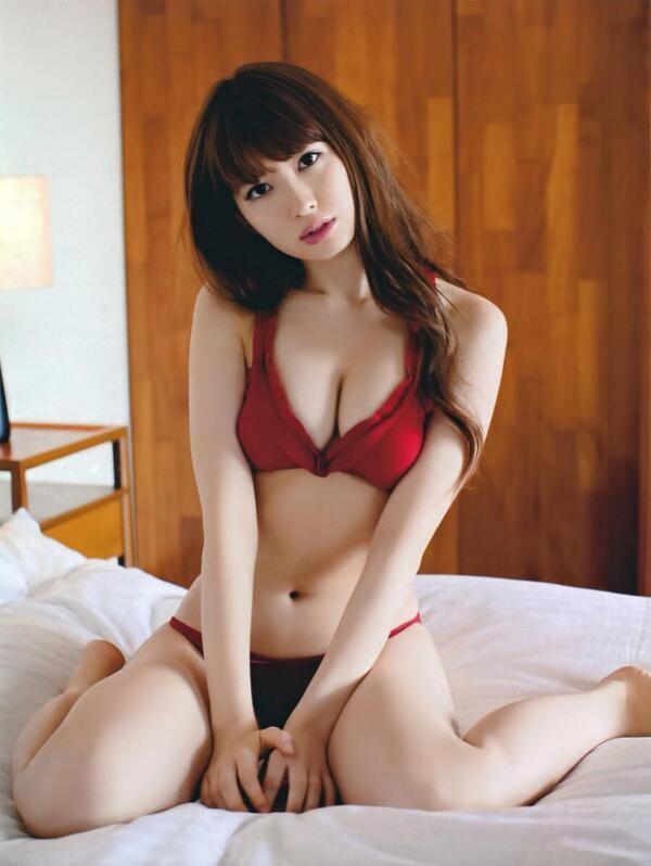 小嶋陽菜(こじはる) エロ画像039