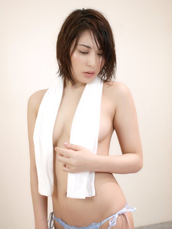 【ハミまん】元AKB48でAVに一番近い女がこちらwww全裸疑似セッ○スがガチすぎるwww【エ□画像86枚】