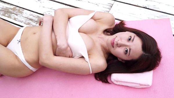 巨乳ヌード放送事故エロ画像030