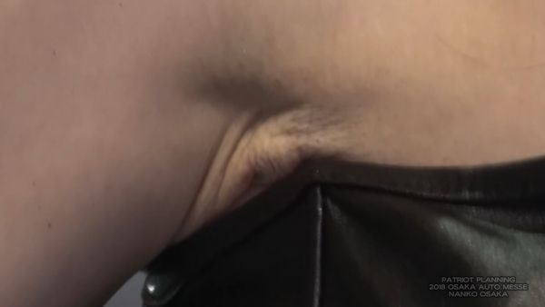 コンパニオン乳首ポロリエロ画像002