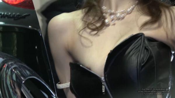 コンパニオン乳首ポロリエロ画像010