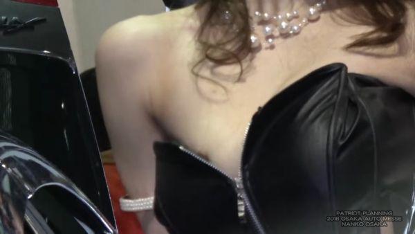 コンパニオン乳首ポロリエロ画像012