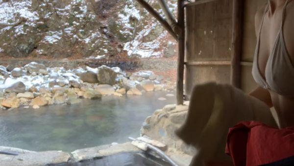 温泉Youtuber乳首ポロリエロ画像025
