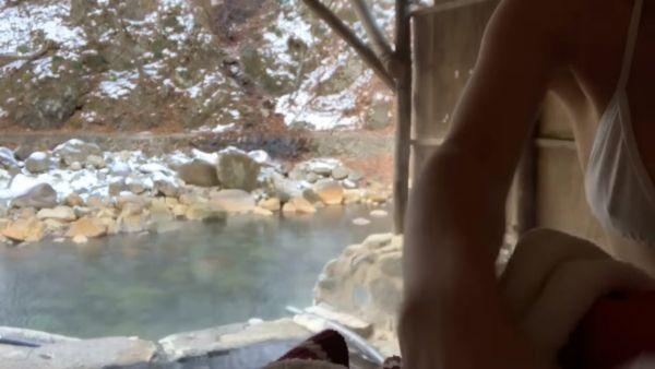 温泉Youtuber乳首ポロリエロ画像026