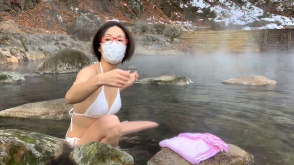 温泉Youtuber乳首ポロリエロ画像036