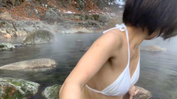 温泉Youtuber乳首ポロリエロ画像050